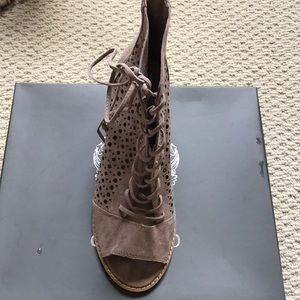 New vince camuto leather suede sandal shoe 8 1/2